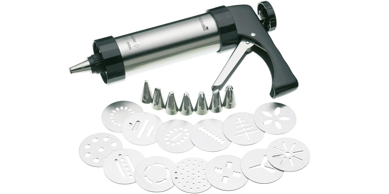 KitchenCraft MasterClass Biscuit Making And Icing Set on a white background